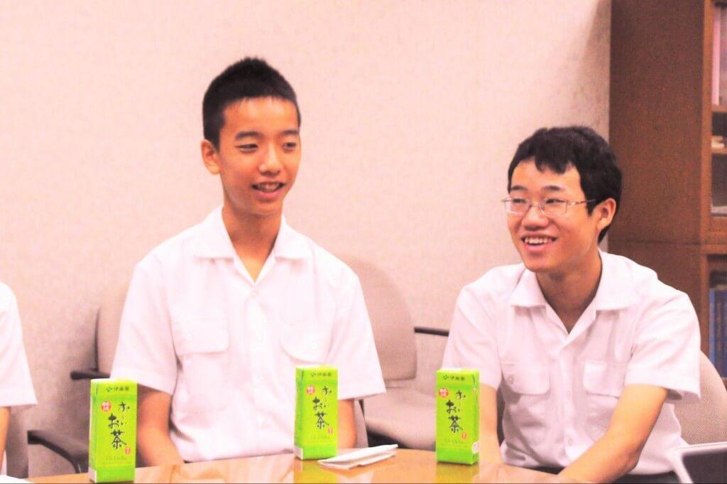 今回のインタビュー事項に答えてくれた野澤くん(左)
